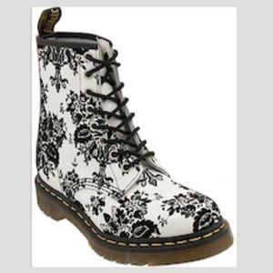 Doc Martens White boots Black Velvet detail